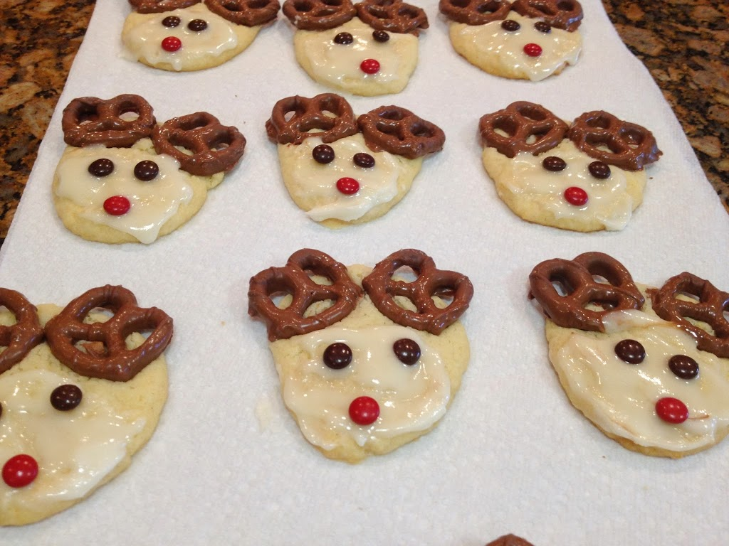 Looking for an easy Christmas cookie recipe that your whole family will devour? Try these simple yet adorable reindeer cookies!