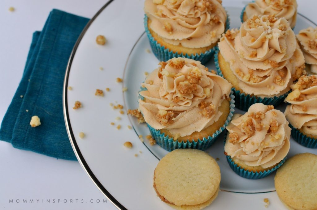 Cookie Butter Cookie Cupcakes overhead