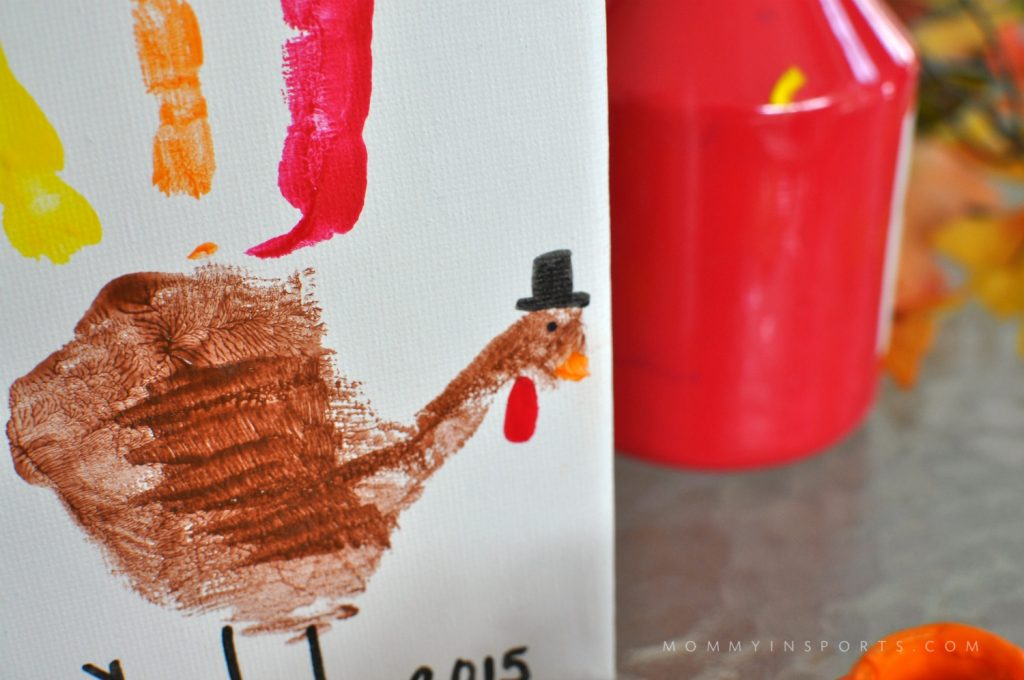 Looking to have some Thanksgiving crafting fun? Check out these 25 awesome Thanksgiving crafts for kids plus a cute turkey hand print!