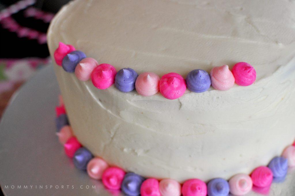 Palace Pets cake dots CU