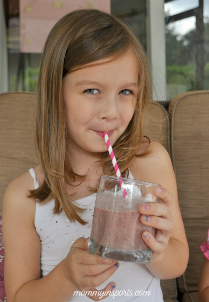 Need a nutrient packed breakfast or snack? Try this Immune Boosting Smoothie recipe kids and grown ups devour!