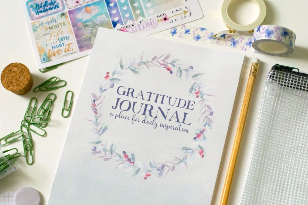 How & Why To Use A Gratitude Journal + FREE Printable!