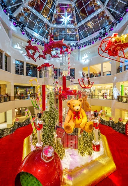 Looking for a great place to see Santa this year? Join in the fun at Aventura Mall on November 17th! There will be a parade for Santa and so much more!